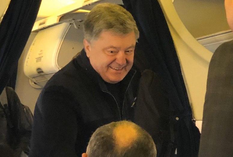 «В компании друга Путина»: Порошенко покидает страну. Украинцы потрясены. «Преследует Зеленского?»