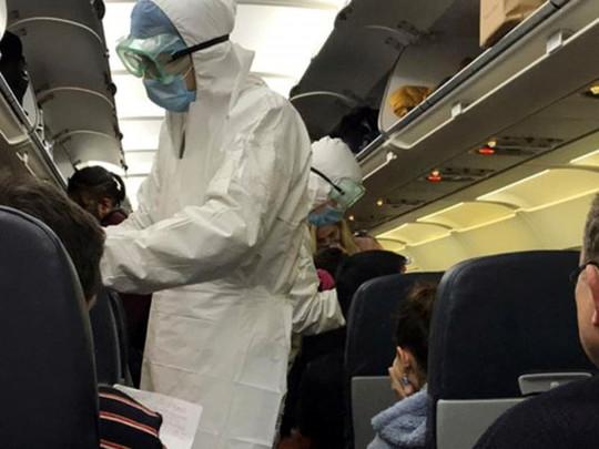 «Это Позорище!»: Украинский журналист-доброволец на борту самолета из Уханя разнес украинцев. Стыдно