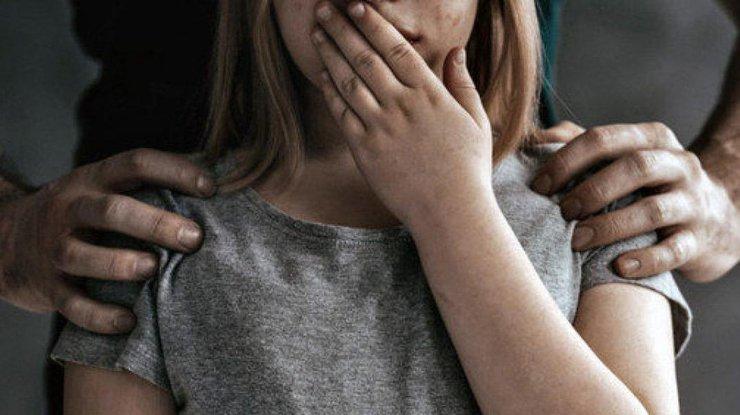 Малышка пришла к папе на работу: 5-летнюю девочку изнасиловал сослуживец ее отца