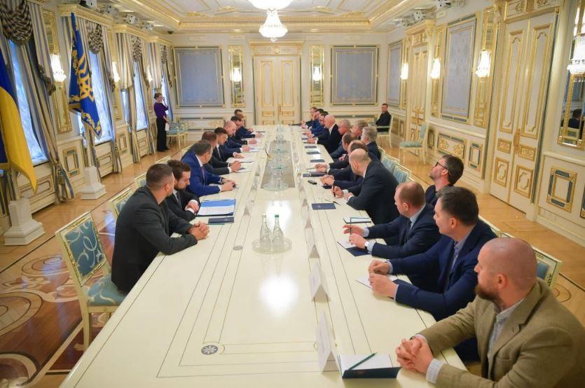 «С этим все плохо!»: Появились новые подробности встречи Зеленского с олигархами. Обеспечить в первую очередь!
