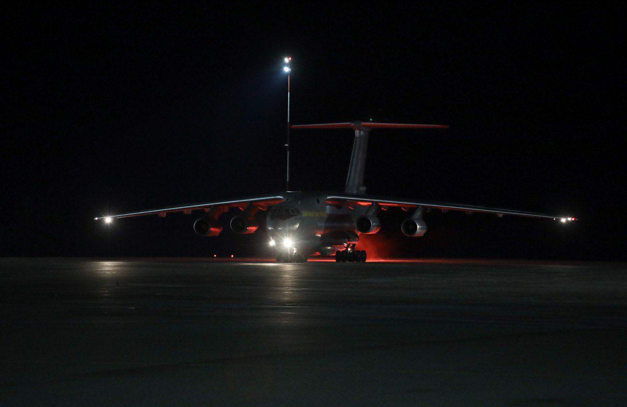 Поздно ночью! Самолет с ценным грузом из Китая прибыл в Украину. Доставить в каждый регион. Вирус не пройдет!