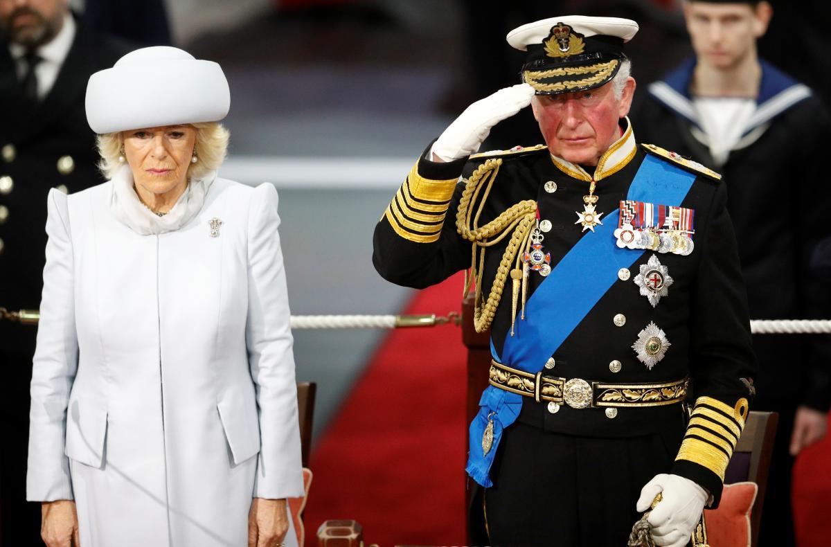 Первый в монаршей семье: у принца Чарльза обнаружили коронавирус. Контактировал со многими