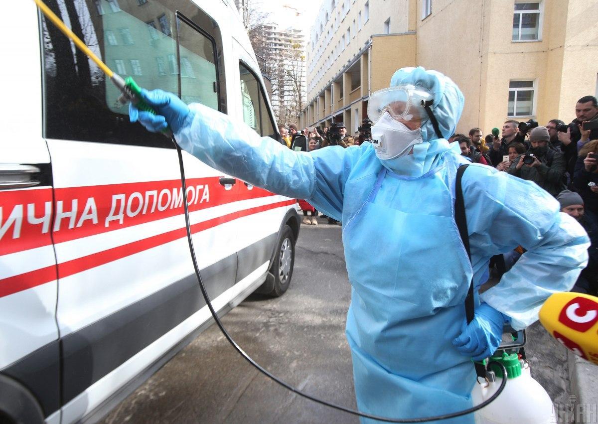 «Ищут всех, с кем мог контактировать, а жена …»: Коронавирус в Украине. Все детали и есть ли причина для паники