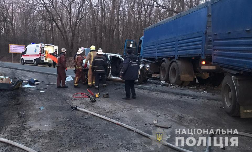 «Грузовик раздавил легковушку на скорости»: Жуткая авария унесла 4 жизни. Шансов не было