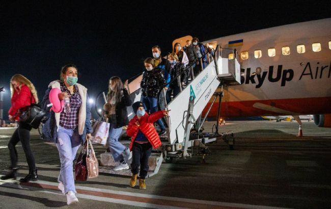 «Подписали специальное соглашение»: 120 украинцев вернулись из Италии на родину. «Повторение Санжар не будет»