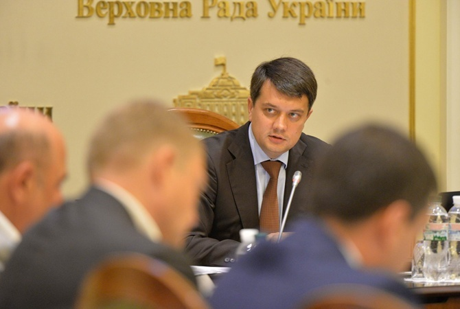 Разумков ошеломил своим поступком! «Пристыдил» депутатов. Отказаться от денег — в пользу государства. Браво!