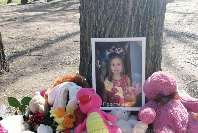 «Прости нас …»: Новые подробности смерти 8-летней Ани Ждан в запорожском парке. В городе назревает бунт!