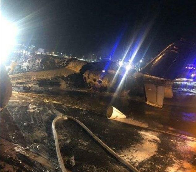 «Упал сразу после взлета»: В жуткой авиакатастрофе разбился самолет с медиками. Летели к больным коронавирусом