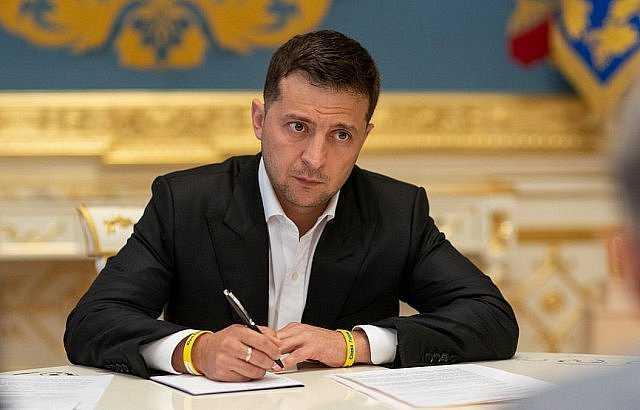 «Отложите в сторону политическую борьбу». Зеленский срочно обратился к регионам. Никого не пропустят