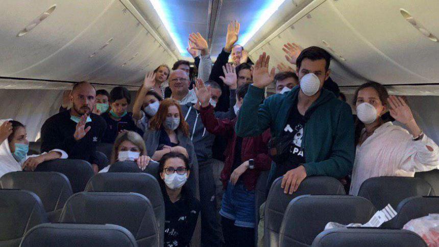 «Требуют реакции топ-чиновников!»: Украинцы с Бали выдвинули ультиматум. «Будут сидеть в самолете до конца!»
