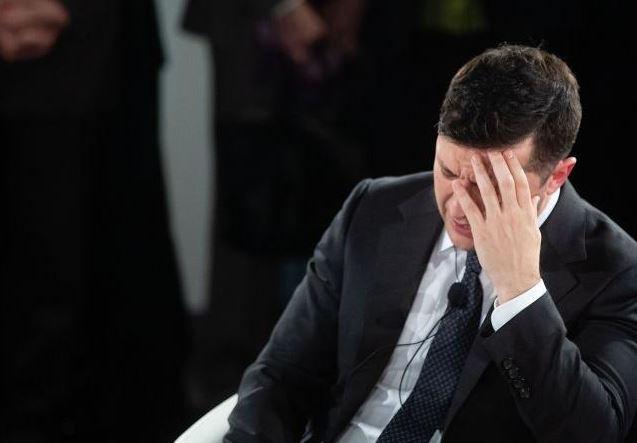 «Спит по пару часов и домой не возвращается»: Зеленский «изолировался» от жены и детей. Большие риски!