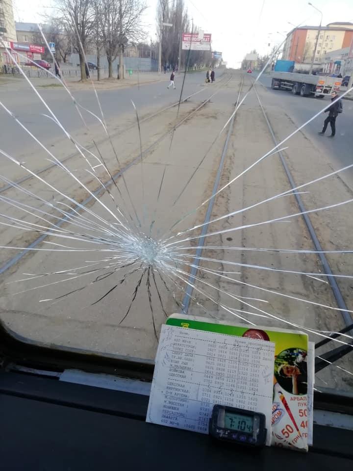 Разбитые окна, крики и заблокировано движение: разъяренные Харьковчане устроили бунт. О карантине и не слышали