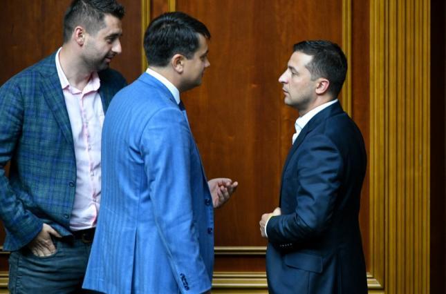 «Не нравится — освобождай место»: Разумков впервые прокомментировал конфликт с Зеленским. «Понятия не имею!»