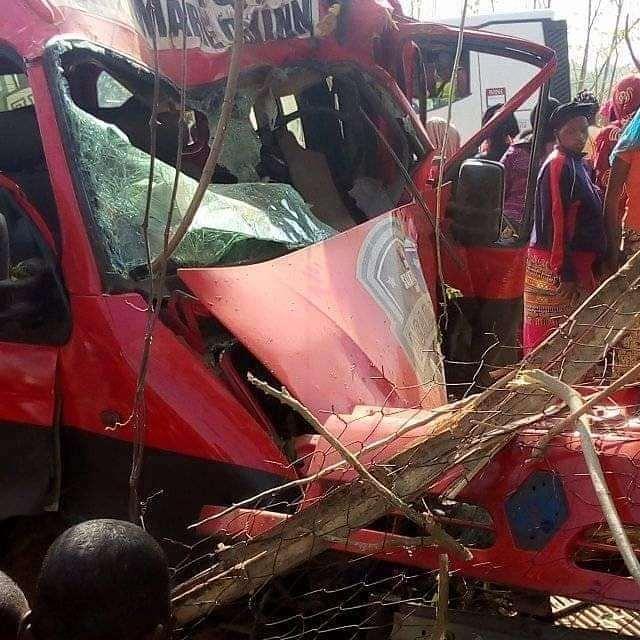 «Металл смешался с телами»: В жуткой аварии разбилась известная футбольная команда. 9 футболистов умерли