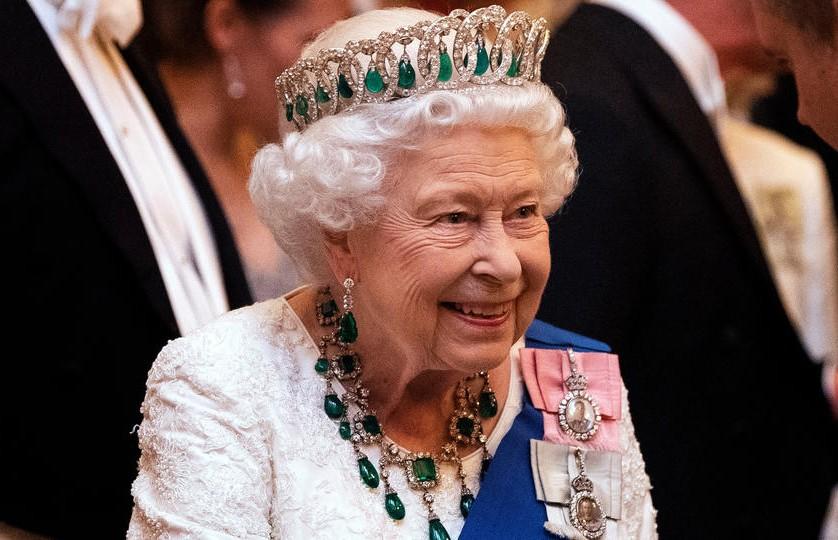 Пошла на карантин. Королева Елизавета сделала официальное объявление. «Готовы сделать все возможное»