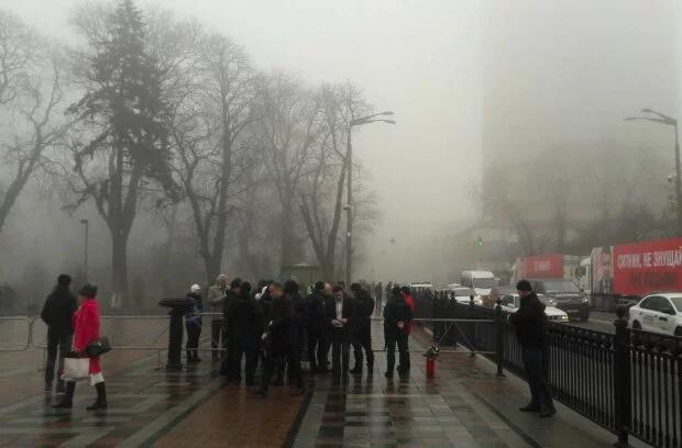 Происходит немыслимое! Украинцы окружили Раду. Стягивают полицию — началось