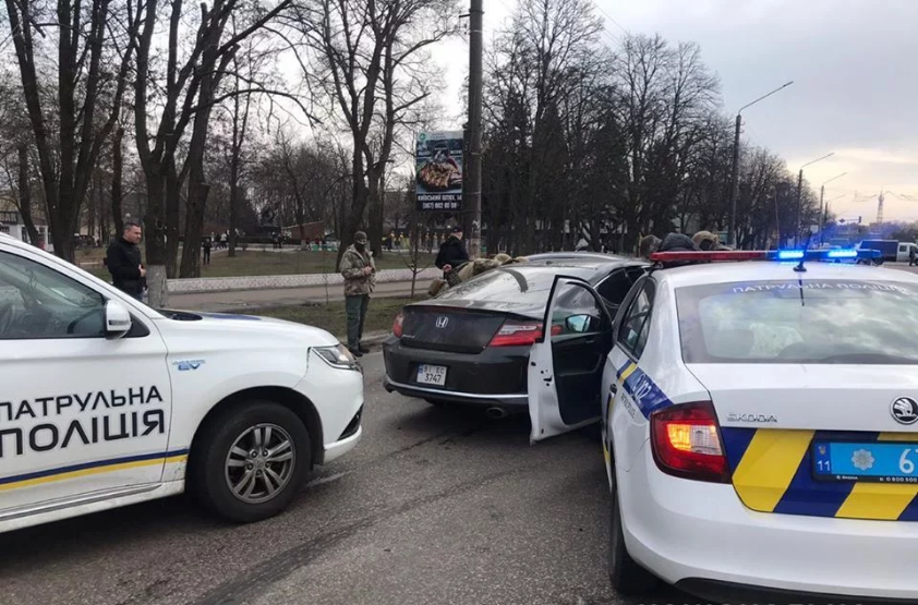 Устроил стрельбу. Под Киевом «гонщик» сбил полицейского. Начали перехват