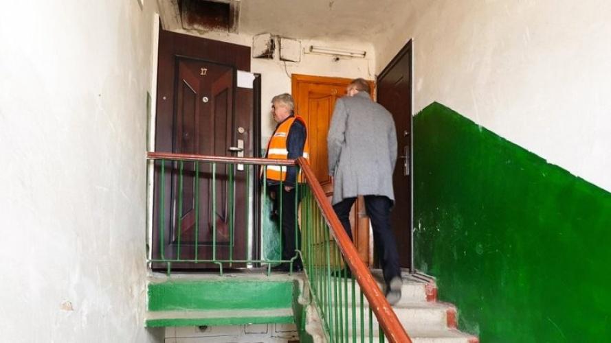 «Успела позвонить в скорую и потеряла сознание»: В своей квартире страшной смертью погибла мать с дочерью