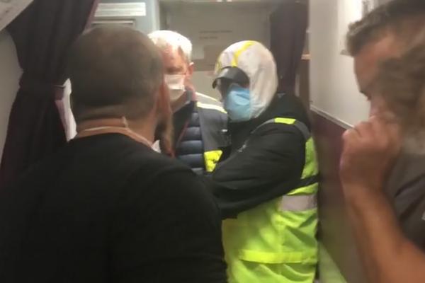 «Устроили бунт прямо на борту»: Еще один самолет с украинцами прибыл в Борисполь. На месте Нацгвардия. Держали всю ночь