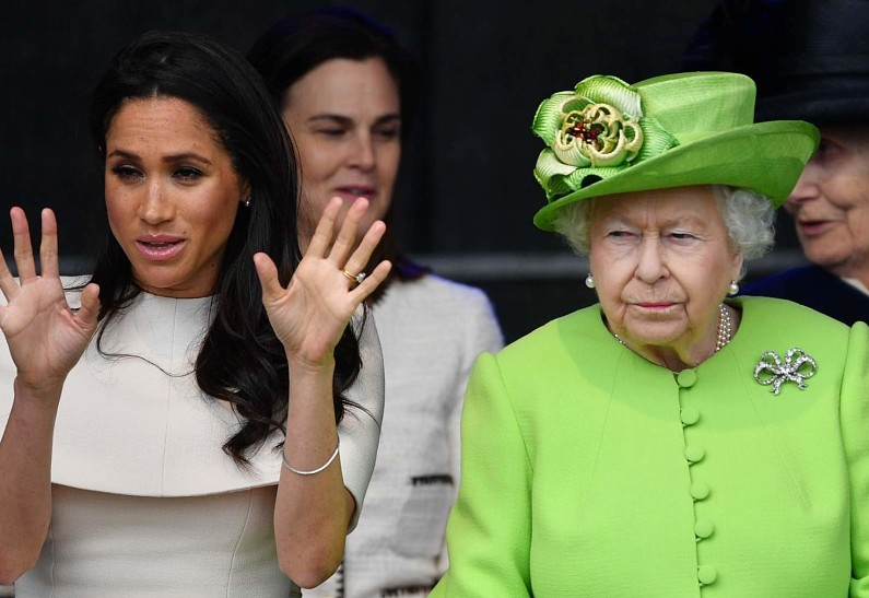 «Разговор длился более 4 часов»: Королева Елизавета поставила Гарри и Меган Маркл серьезный ультиматум