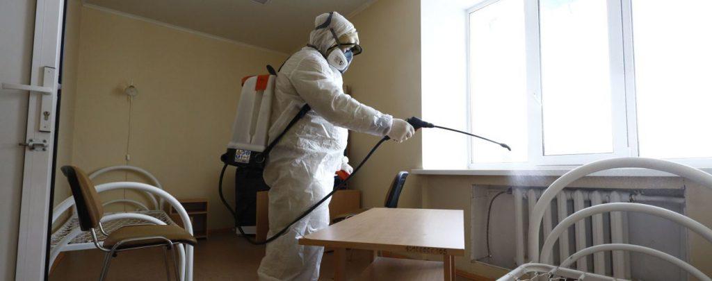 «Сдохни!» Из-за тебя страдают дети! «: Зараженную коронавирусом пытаются убить соседи