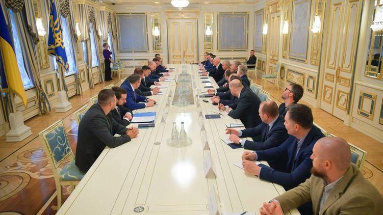 Страшный удар для Порошенко! Зеленский провел экстренную встречу с олигархами. Неожиданные результаты
