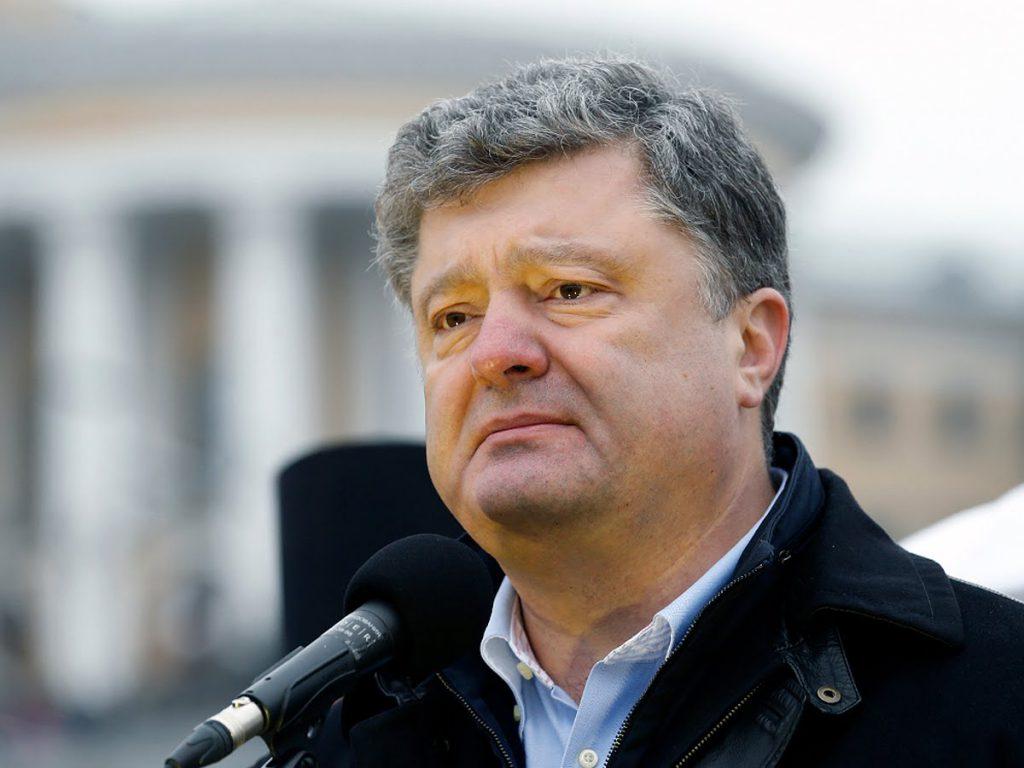 «Похож на слесаря из соседнего подъезда»: В Сети грубо высмеяли Порошенко. «Синий нос»