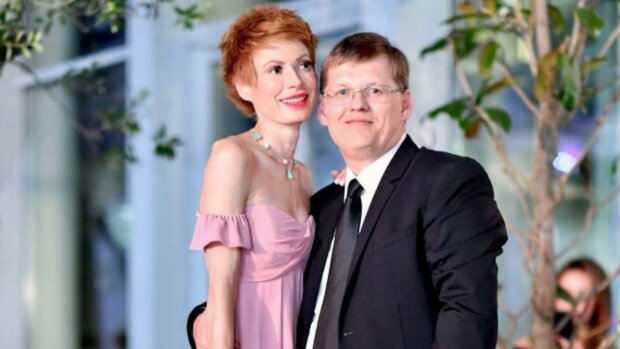 «С каждым днем все хуже»: невеста Розенка впервые прокомментировала слухи о болезни