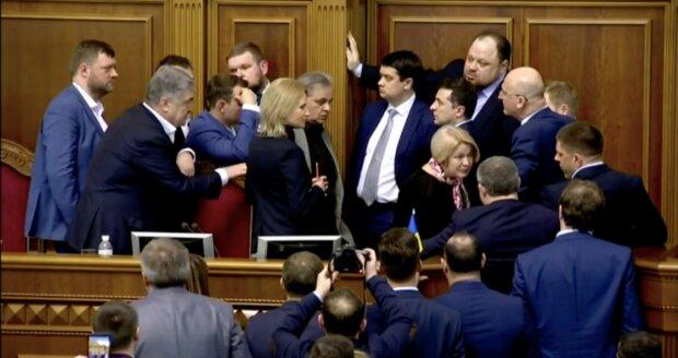 Лично попросил Разумкова: новый закон изменит для украинцев все. Космическая сумма из бюджета