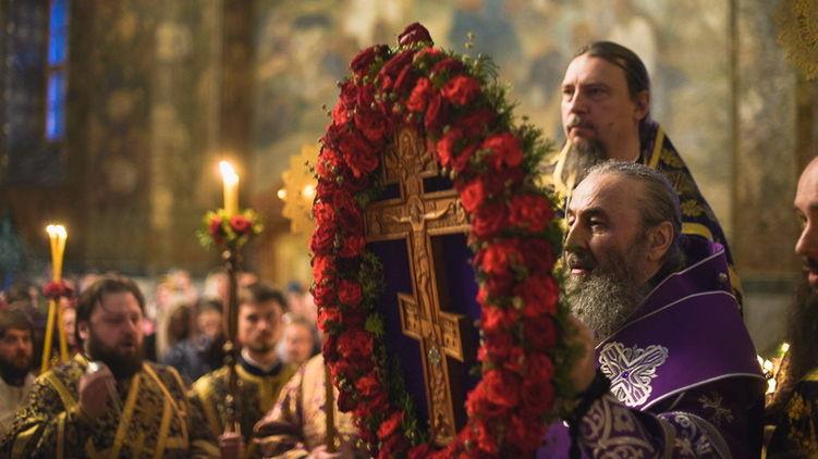 Как минимум, 500 людей: появилась страшная правда о зараженном священнике из Тернополя