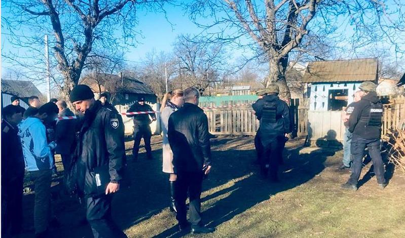 Жену зарубил топором, а крошечную дочь задушил: трагедия на Буковине поразила всю Украину