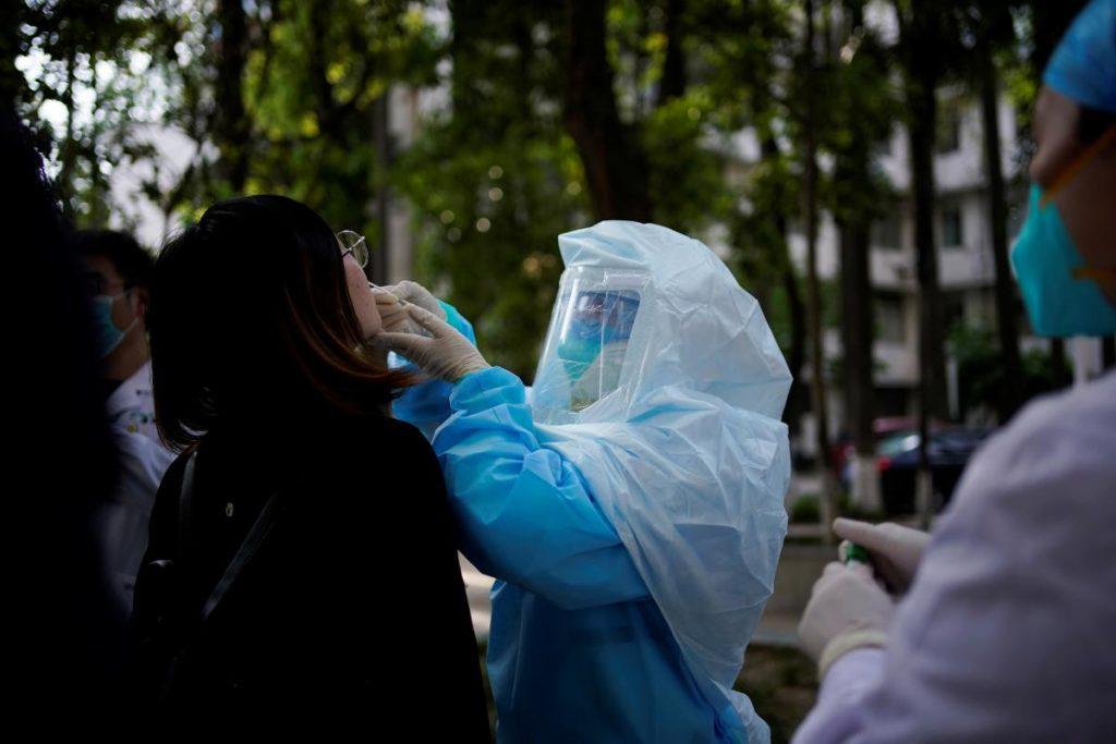 Перевалило за 5 тысяч: В Украину снова возросло количество больных COVID-19