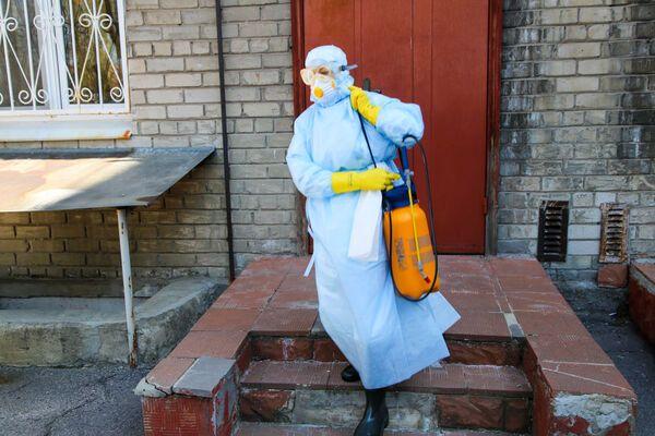 «Ходячая бомба»: Врач рассказал ужасную правда о работе в условиях коронавируса. «Между двумя фронтами»