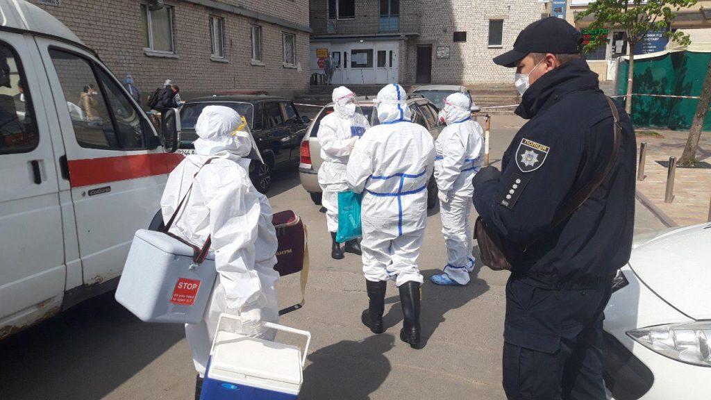Здание заблокировали! Под Киевом в общежитии вспышка Коронавируса. Десятки зараженных, есть погибшие
