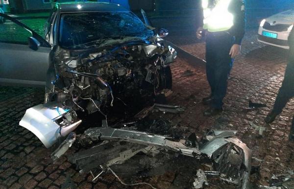 «Не была пристегнута»: В жуткой аварии погибла молодая красавица. От авто остался один металлолом