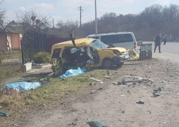 «Ехали в больницу»: В жуткой аварии на Львовщине погибла целая семья. От авто осталась груда металлолома