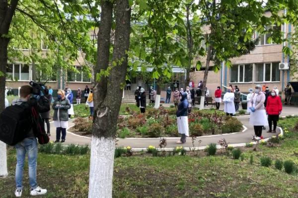 «Умер на Пасху»: В Одесской области попрощались с врачом, который умер от коронавируса. «Вышел весь медперсонал больницы»