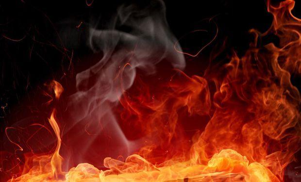 Взрыв в Киеве! Начался масштабный пожар. Огонь продолжает распространяться