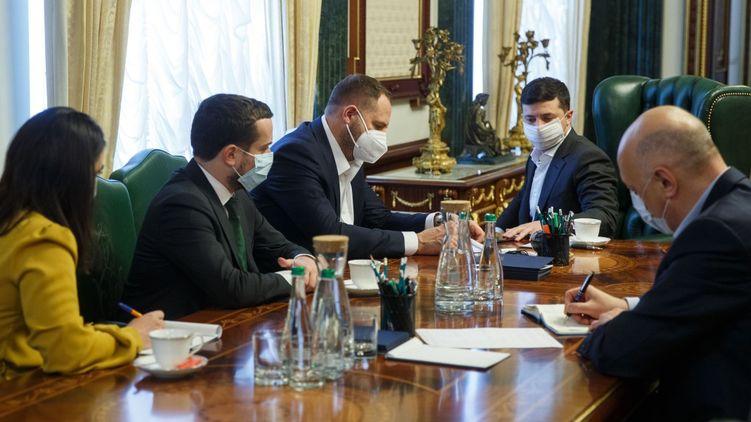 Должны это сделать! Зеленский поставил Шмыгалю жесткий ультиматум о карантине. Украинцы аплодируют