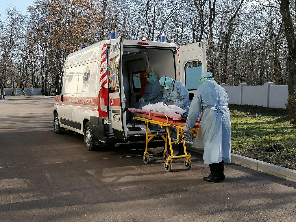 Устроили застолье: Мужчина спровоцировал новую вспышку коронавируса. Умер через несколько дней
