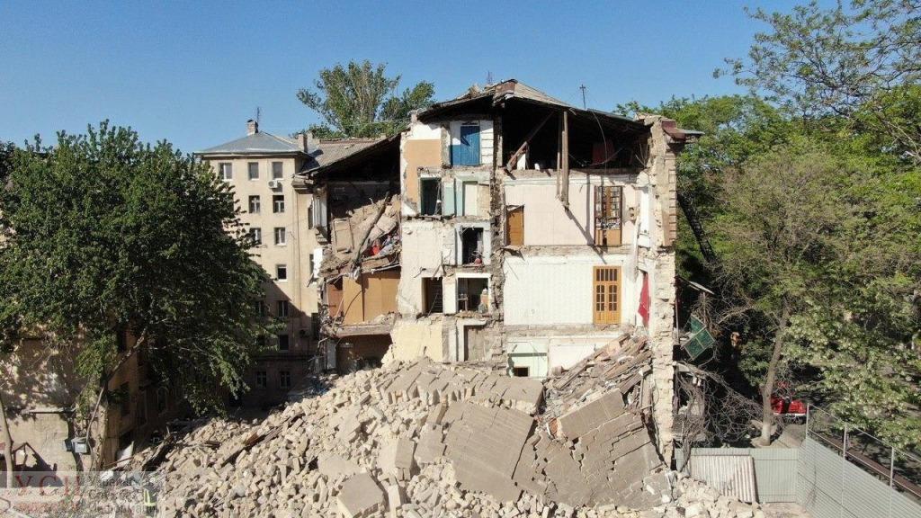 Срочно! В Одессе обрушилась многоэтажка. Просто посыпалась …