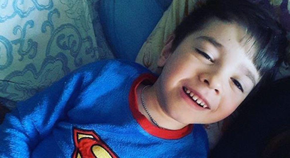 «Мечтаю увидеть, как он сам одевается»: Помогите Тимуру побороть болезнь