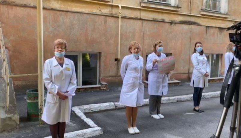 «Коридор позора для чиновников»: Во Львове медики решились на отчаянный шаг. Остались без работы!