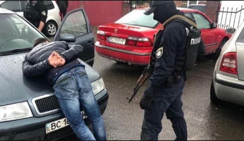 «Собирали» дань «с перевозчиков»: На Львовщине громкие задержания. Проводят еще 12 обысков