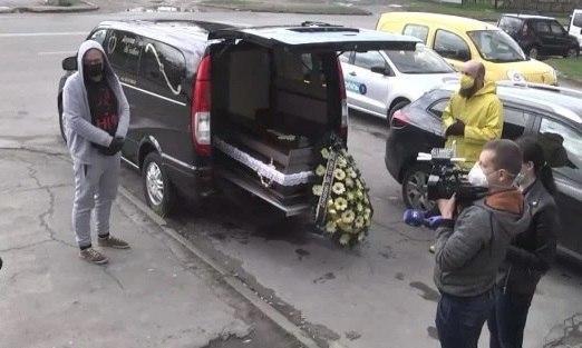 «Вместе с ним ушли в гроб»: пышные похороны в Тернополе поразили украинцев. такого никто не ожидал