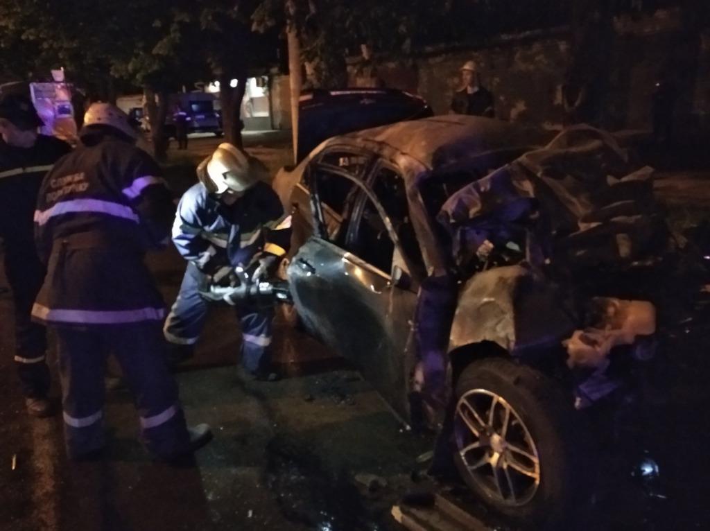 Горели заживо на дороге: жуткое ДТП всколыхнуло всю Украину. Тела с трудом вырезали