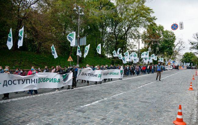 «Это преступление» Украинцы устроили массовую акцию под стенами Кабмина и ОП. Около 2-х тысяч человек, есть что сказать