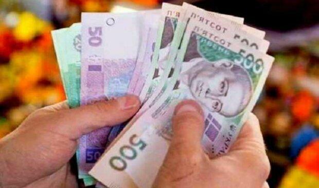 Неожиданное решение Кабмина: Украинцам подготовили существенные надбавки к зарплатам. До 100% от оклада. Кому повезет