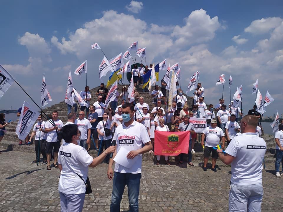 Украинцы вышли. Город всколыхнула массовая акция протеста. Требуют отставки скандального мэра. «Достала коррупция»