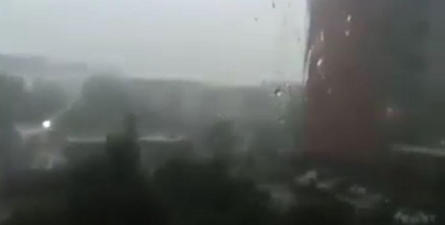 Прямо сейчас! Львов и Львовскую область накрыл мощный ливень. На улице стало резко темно ….